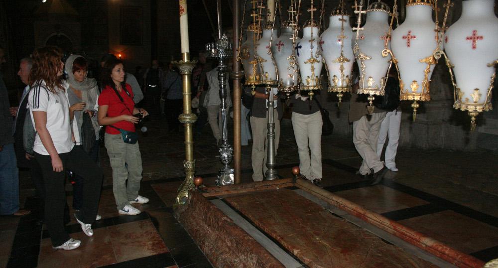 Szent Sír bazilika - Balzsamozó kő (2)