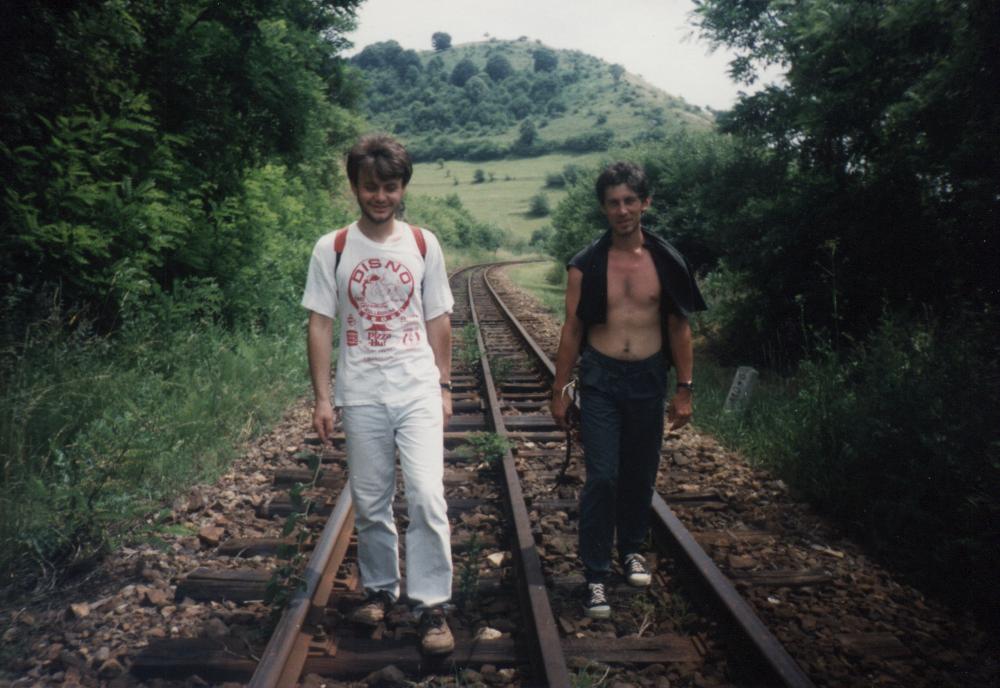 Kacsó Péterrel 1996. július 6-án gyalogolunk Szováta felé - Fotó: Fekete Mónika