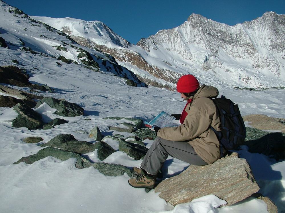 Úton Britanniahütte felé, háttérben a Dom - Fotó: Barna Béla