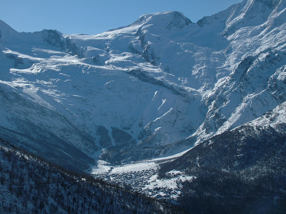 SaasFee az Alphubel-csúcsa alatt - Fotó: Barna Béla