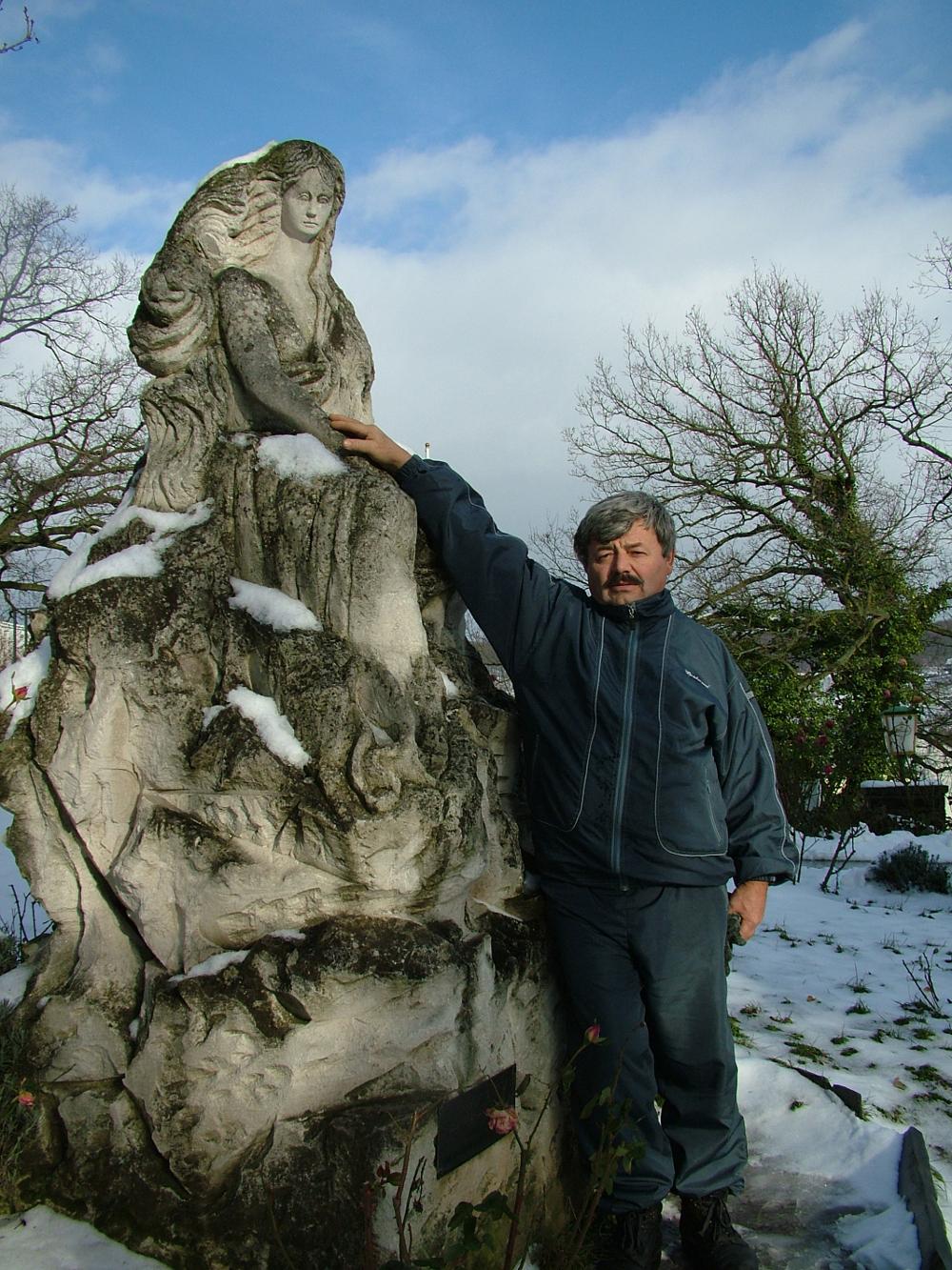 Apum a Loreley szobrával 2005. december 31-én