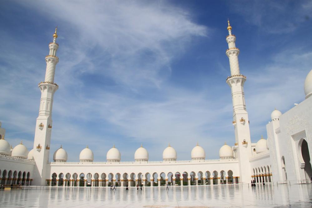 A nagymecset Abu Dhabiban - Fotó: Barna Béla