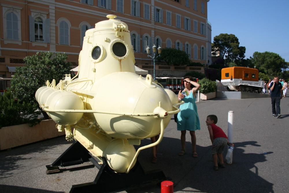 Az Oceanográfiai Múzeum mellett - Fotó: Barna Béla