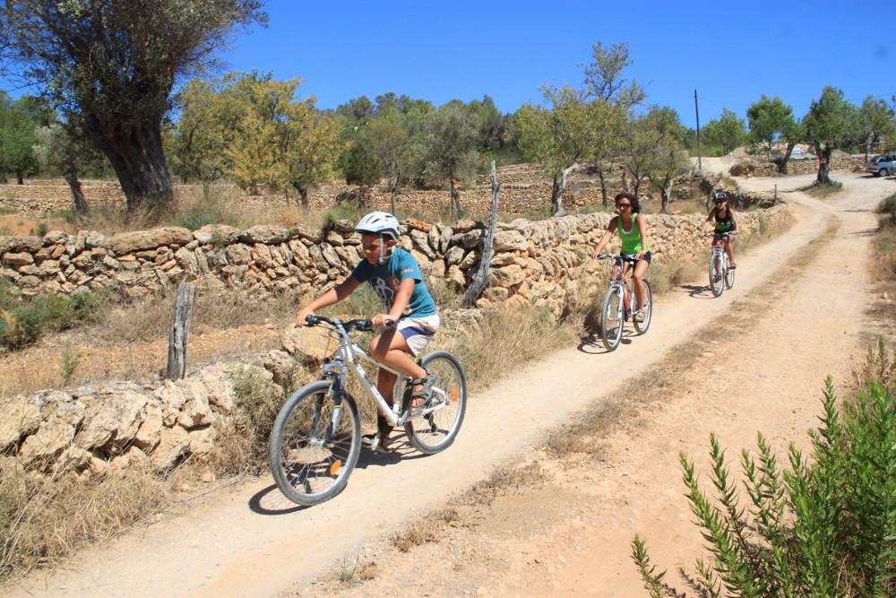 Bringázás Ibiza egy nyugodt földútján - Fotó: Barna Béla