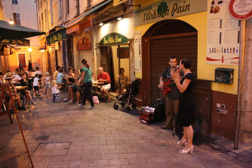 Esti hangulat Nizzában - Fotó: Barna Béla