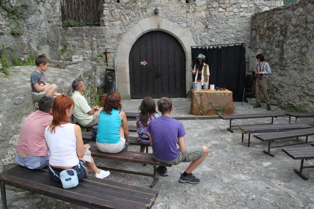 Előadás a várban 2011 nyarán - Fotó: Barna Béla